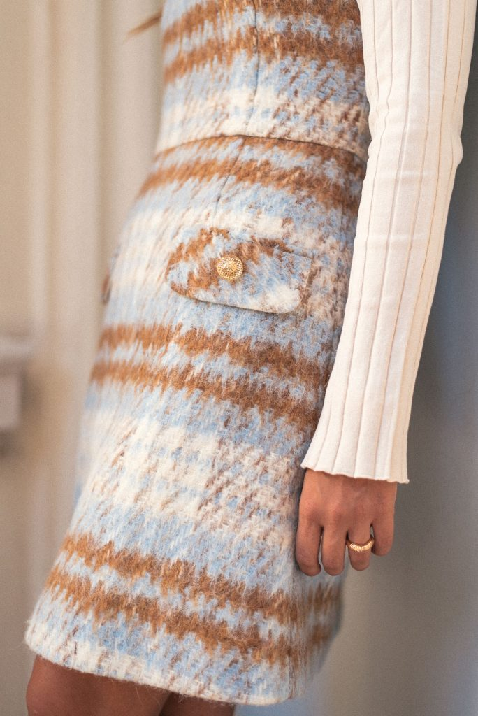 Pinafore dress in details
