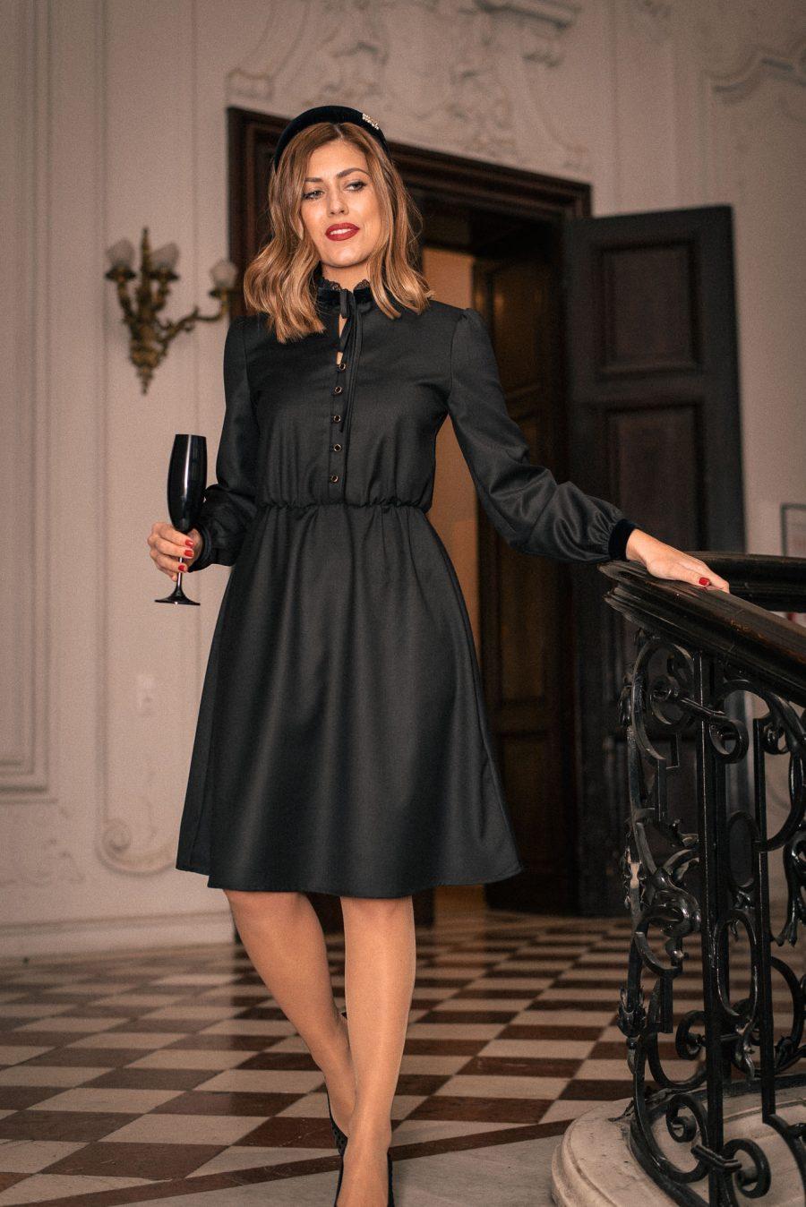 Класическа рокля ALINA