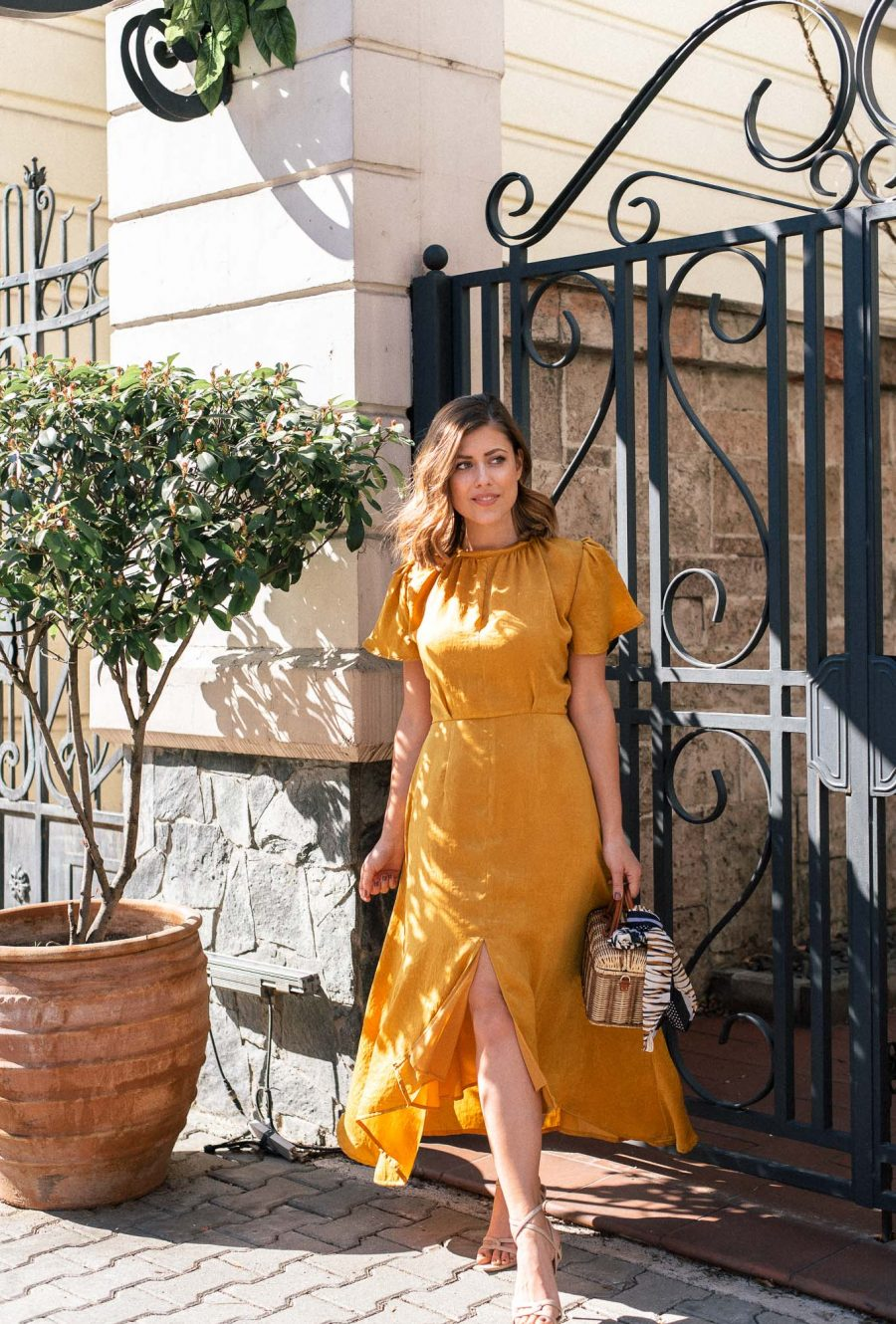 Summer dress in gold Spring20