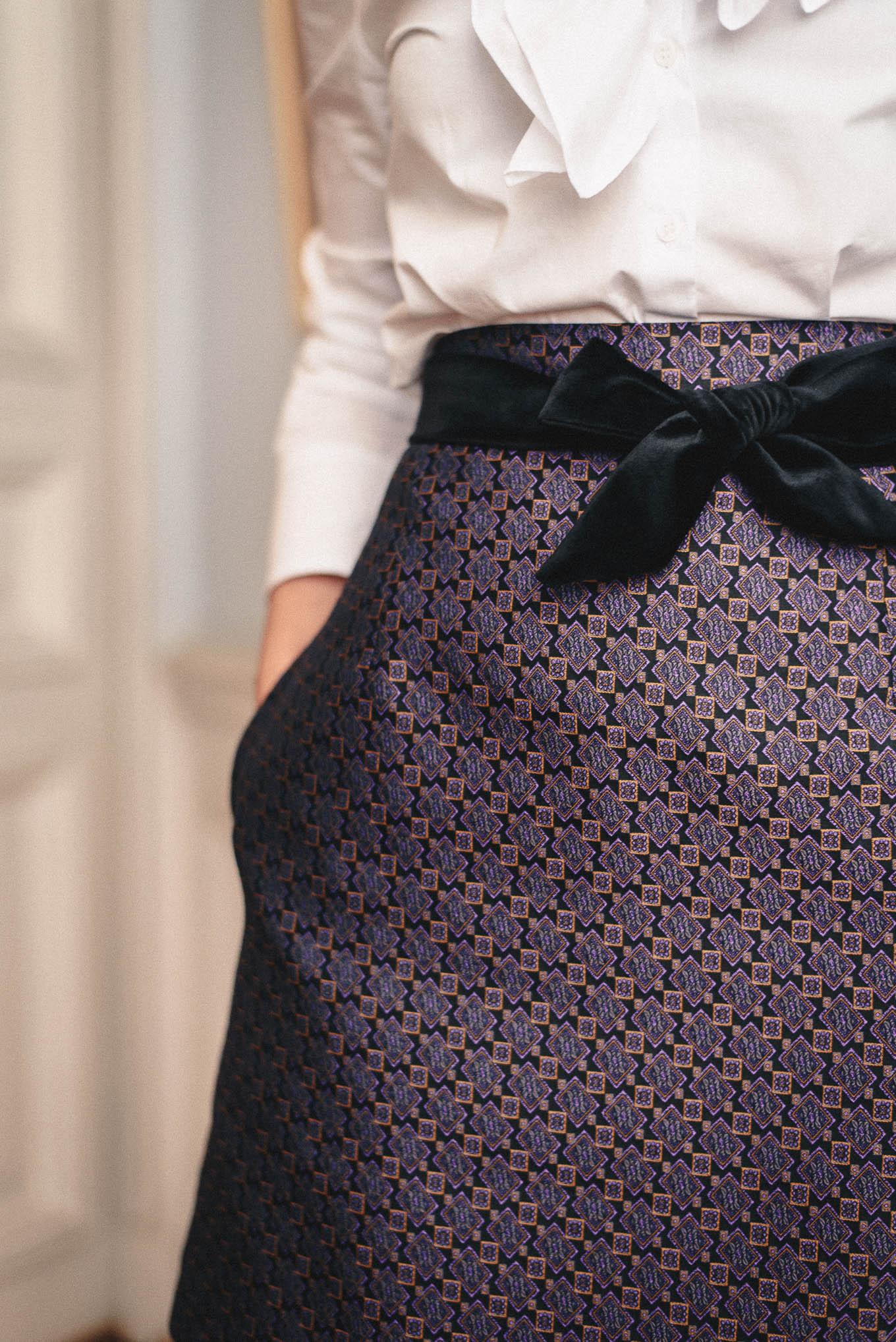 Velvet bow details